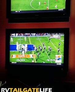 Football, even if a replay, was on in the Verion Club at the GEorgia Fome